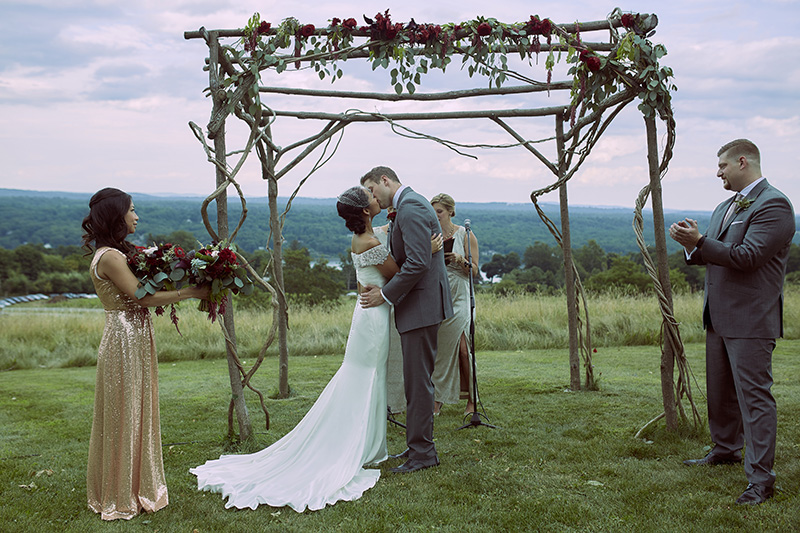 wedding first kiss pictures
