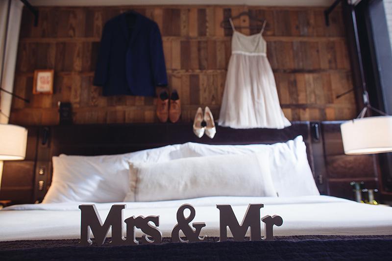 Mrs&Mr signs