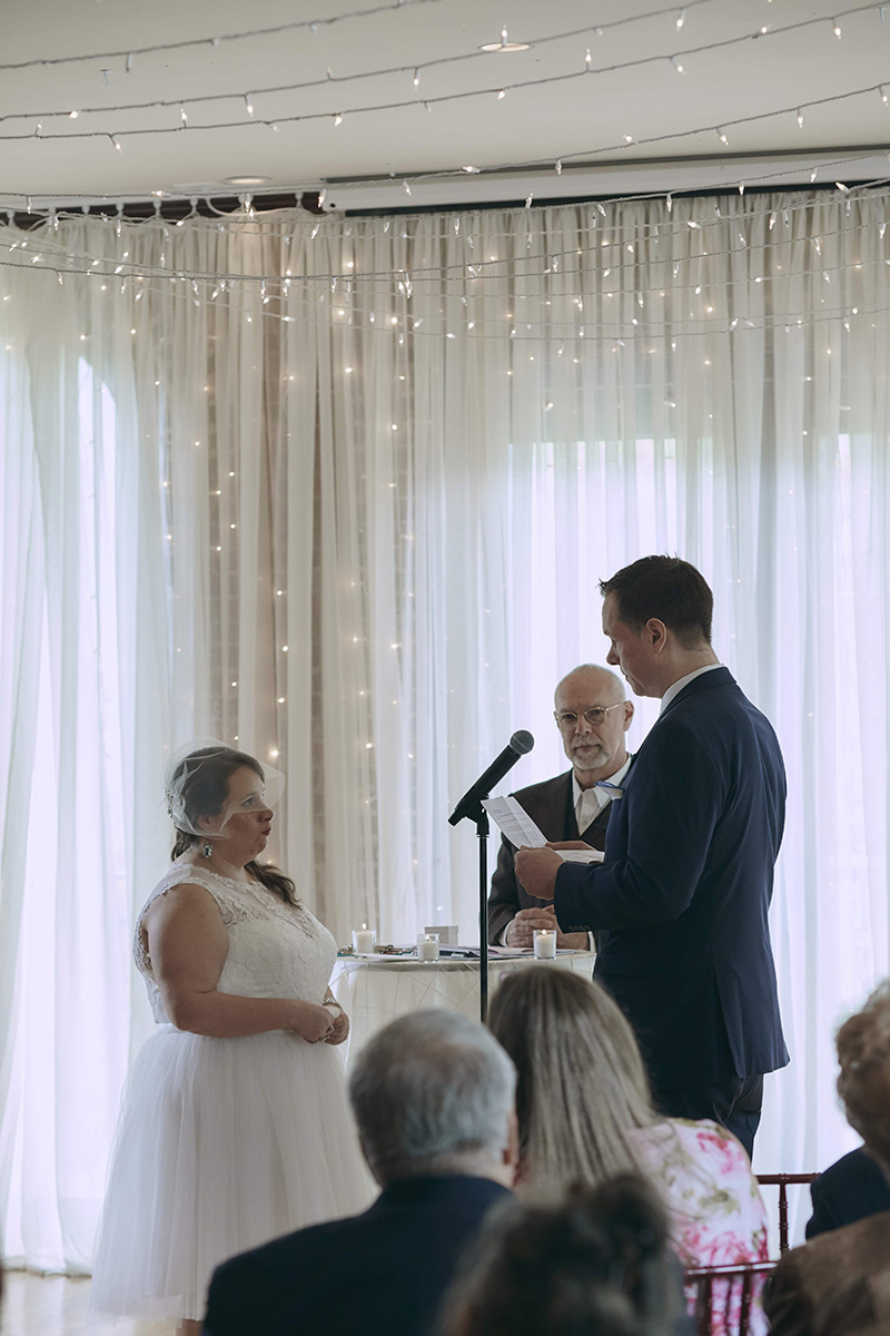 groom reading personal vows