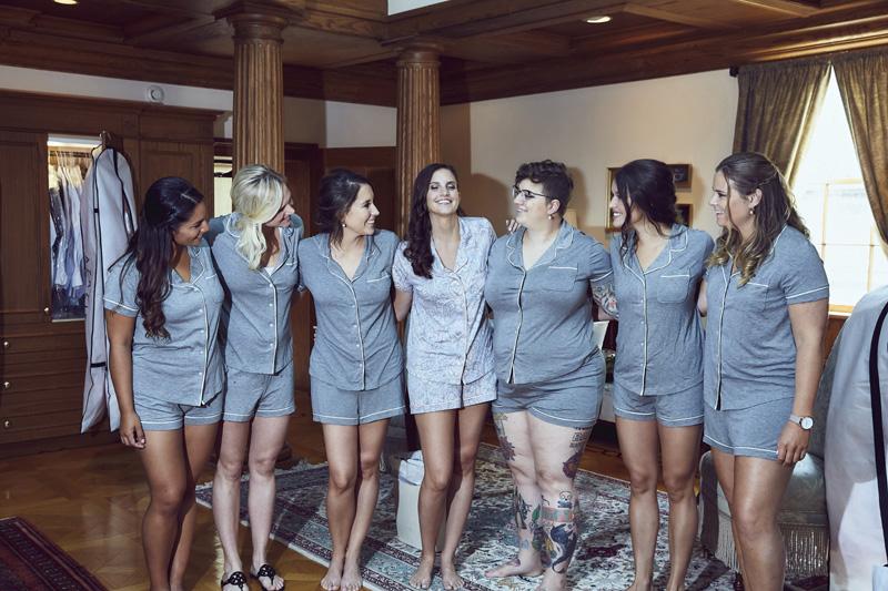 bride with bride maids