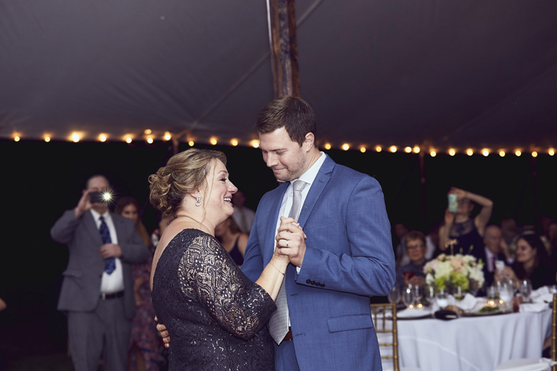 groom's dance with mother