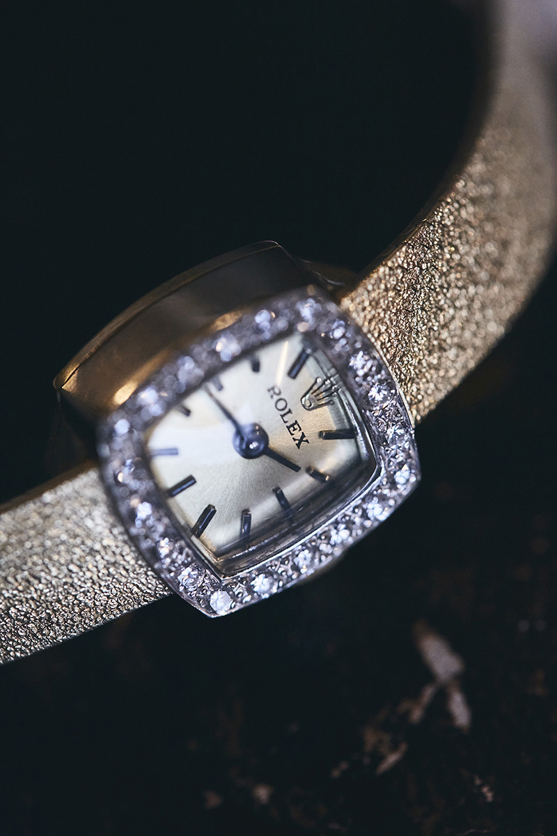 bride's wedding watch