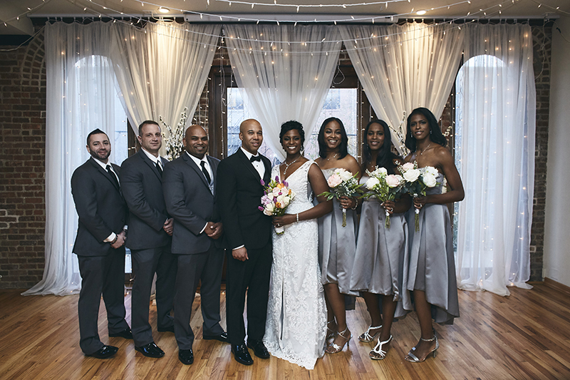 Bride and groom posing with braids maids and groomsmen