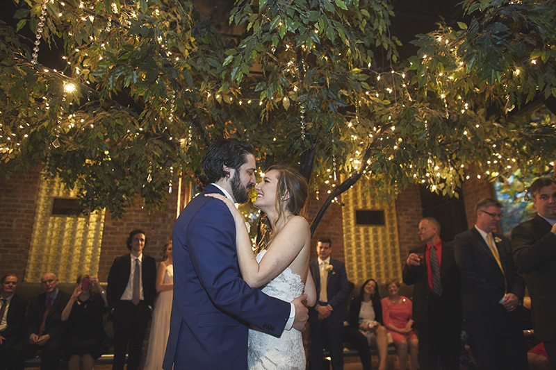 brides and grooms first dance