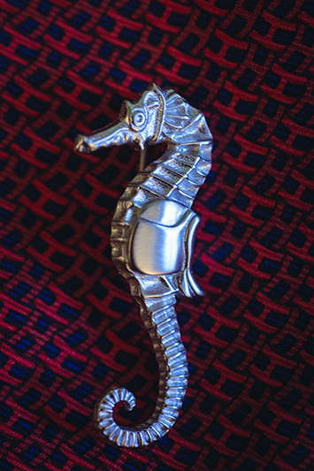 sea horse suit pin