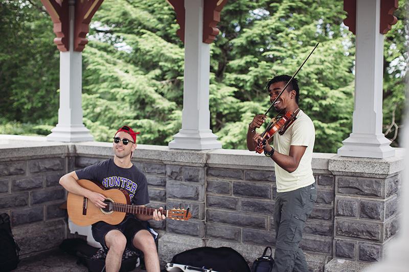 busking musicians