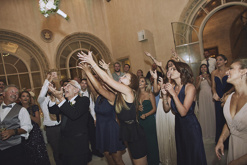 bouquet tossing