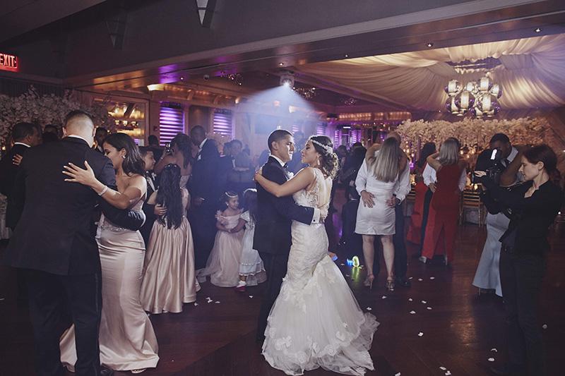 wedding couple dancing
