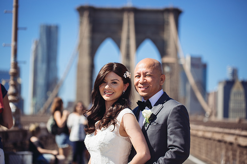 bride and groom on Brooklyn bridge