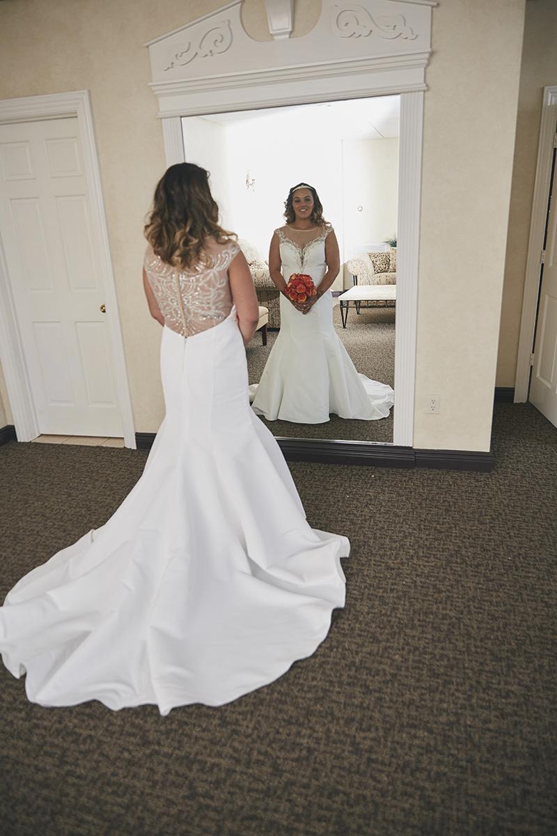 bride in fron of mirror