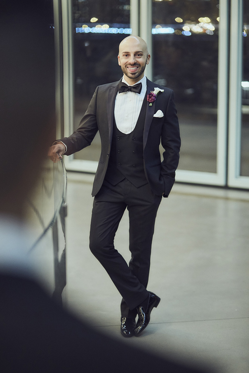 groom posing