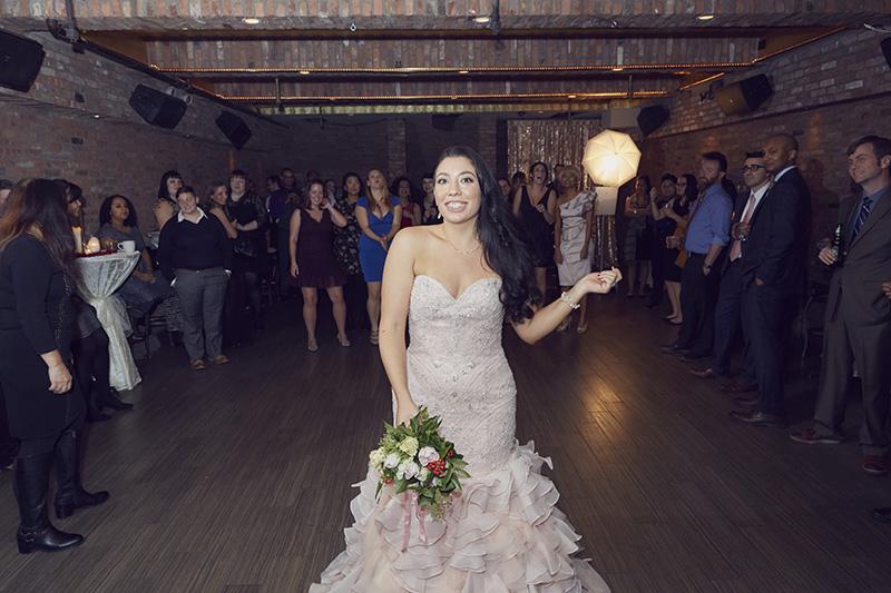 wedding bouquet tossing
