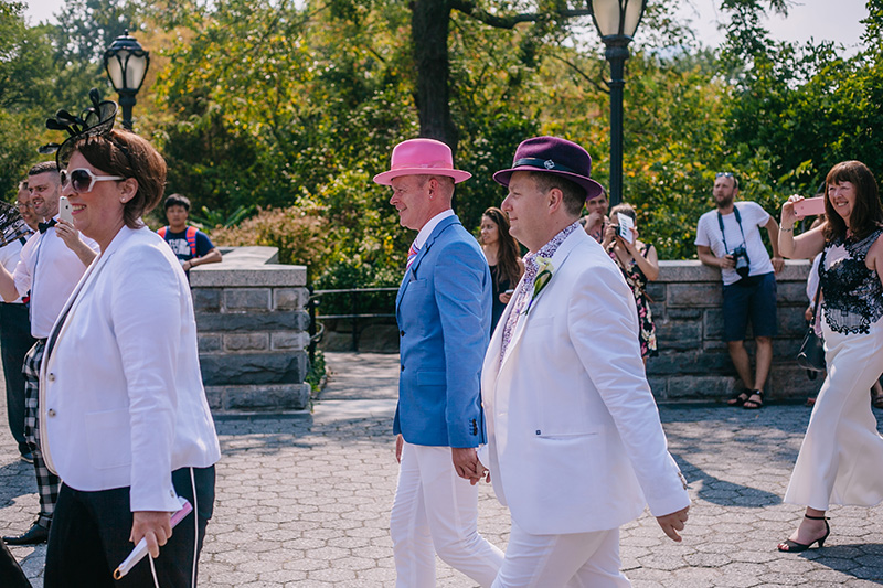 grooms approaching