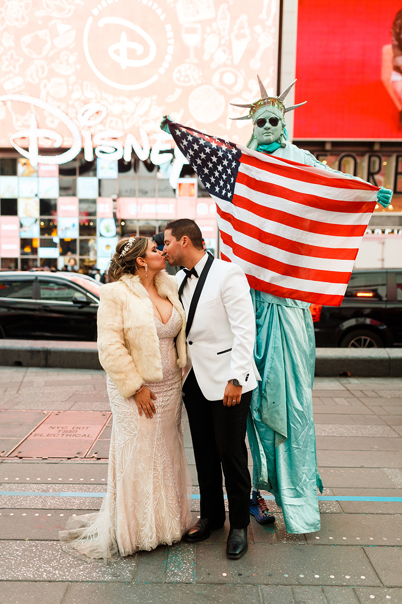 Bride and groom with times square statue of liberty