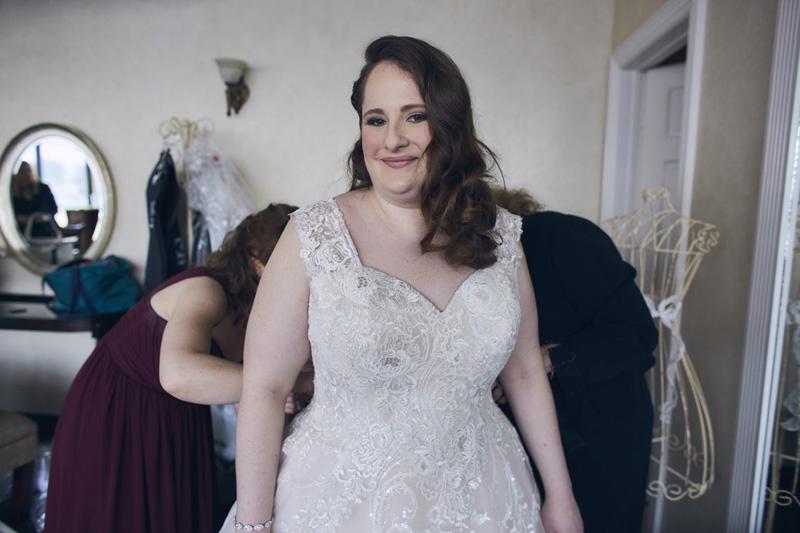 bride preparing for the wedding